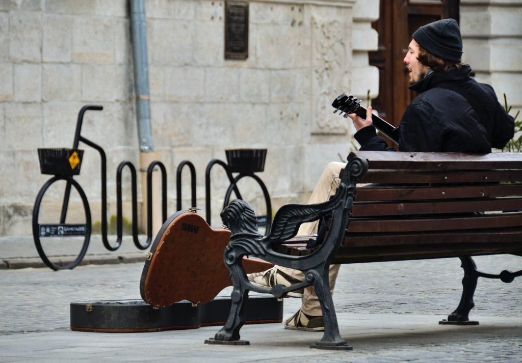 деньги против стульев Малка Лоренц (Malka Lorenz) статьи